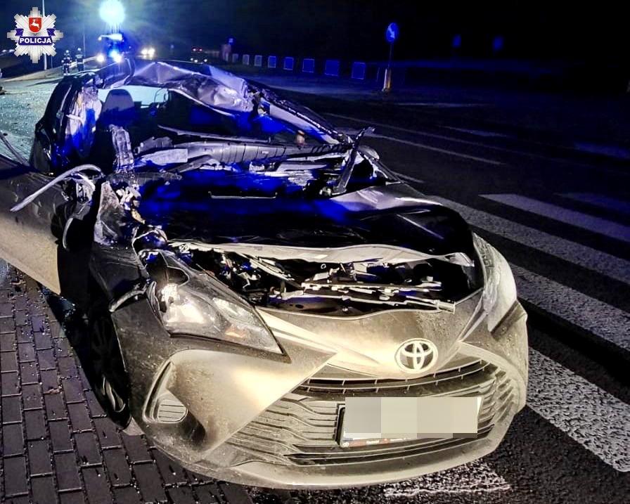 68 163806 Zderzeniu Toyoty i ciągnika rolniczego przewożącego drewno