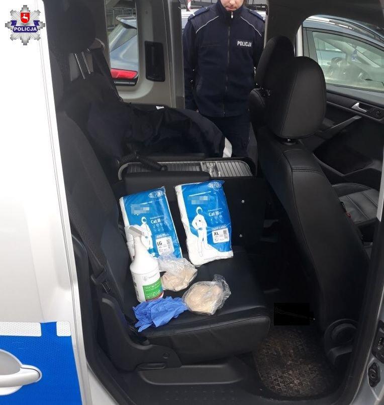 68 164595 Policjanci wspierają służby sanitarne w utrzymaniu kwarantanny na Lubelszczyźnie