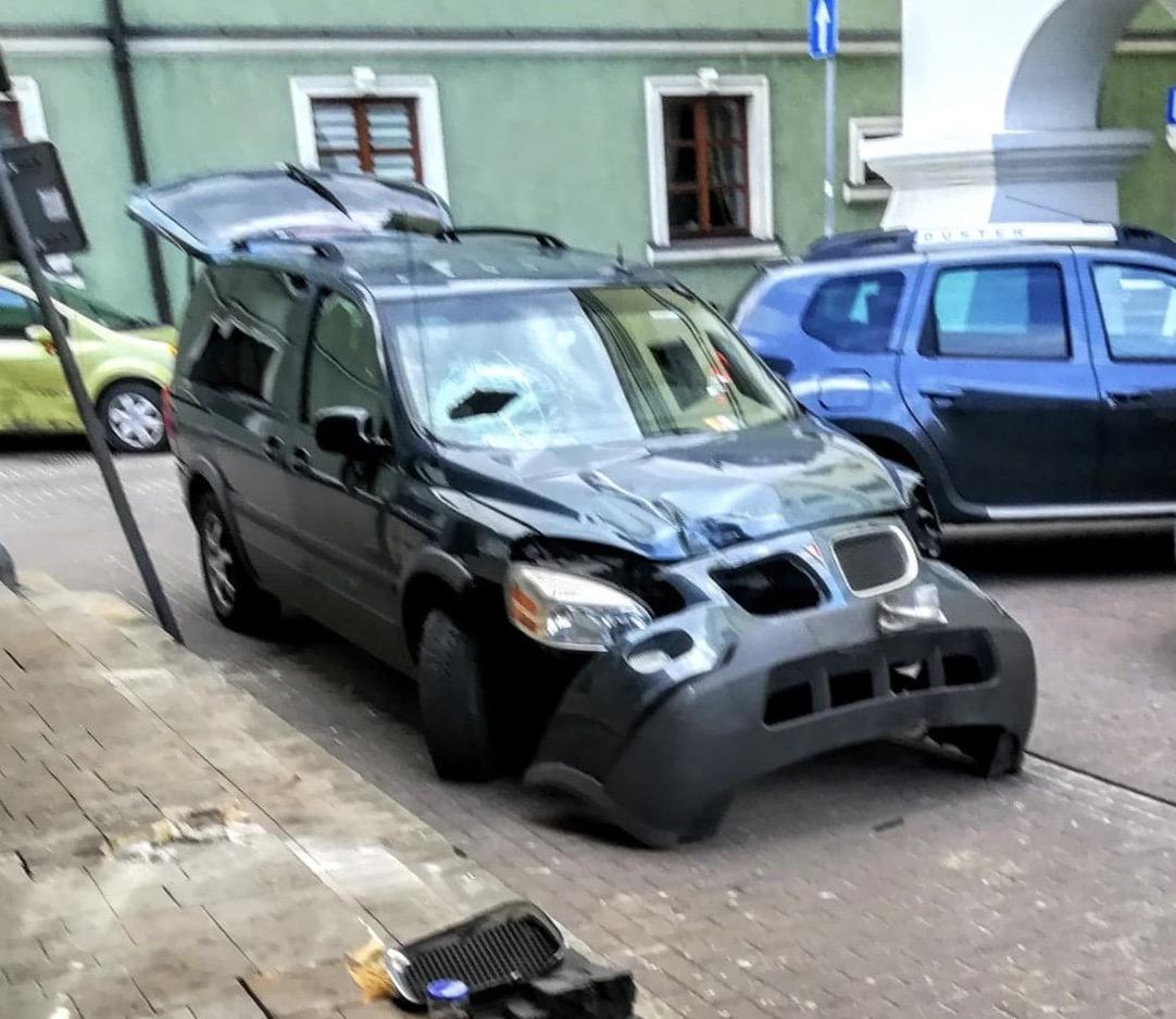 89813959 189074535723522 3015665781707898880 n 1 Nie najtańsze ale za to mocno brawurowe parkowanie na starówce. Publikujemy film