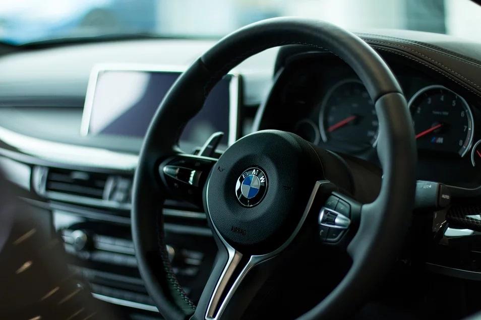 bmw 37 - latek pędził swoim BMW jak szalony