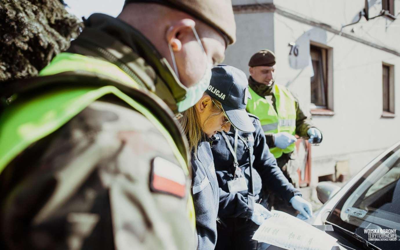 wot i policja 1 Żołnierze 2 LBOT wspierają Policjantów