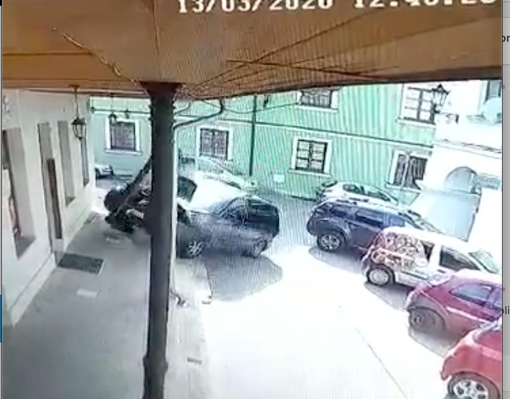 zrzut ekranu 2020 03 13 o 14 32 58 Brawurowe ale nie najtańsze parkowanie na Starówce [Publikujemy film]