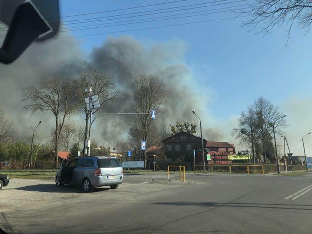 Szczebrzeszyn: Spłonęło 150 ha traw! Pożar gasiło ponad 100 strażaków