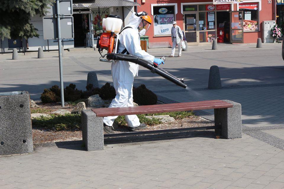 92987247 1126845674332952 8865408528735535104 o W Tomaszowie Lubelskim ruszyła dezynfekcja przestrzeni publicznych