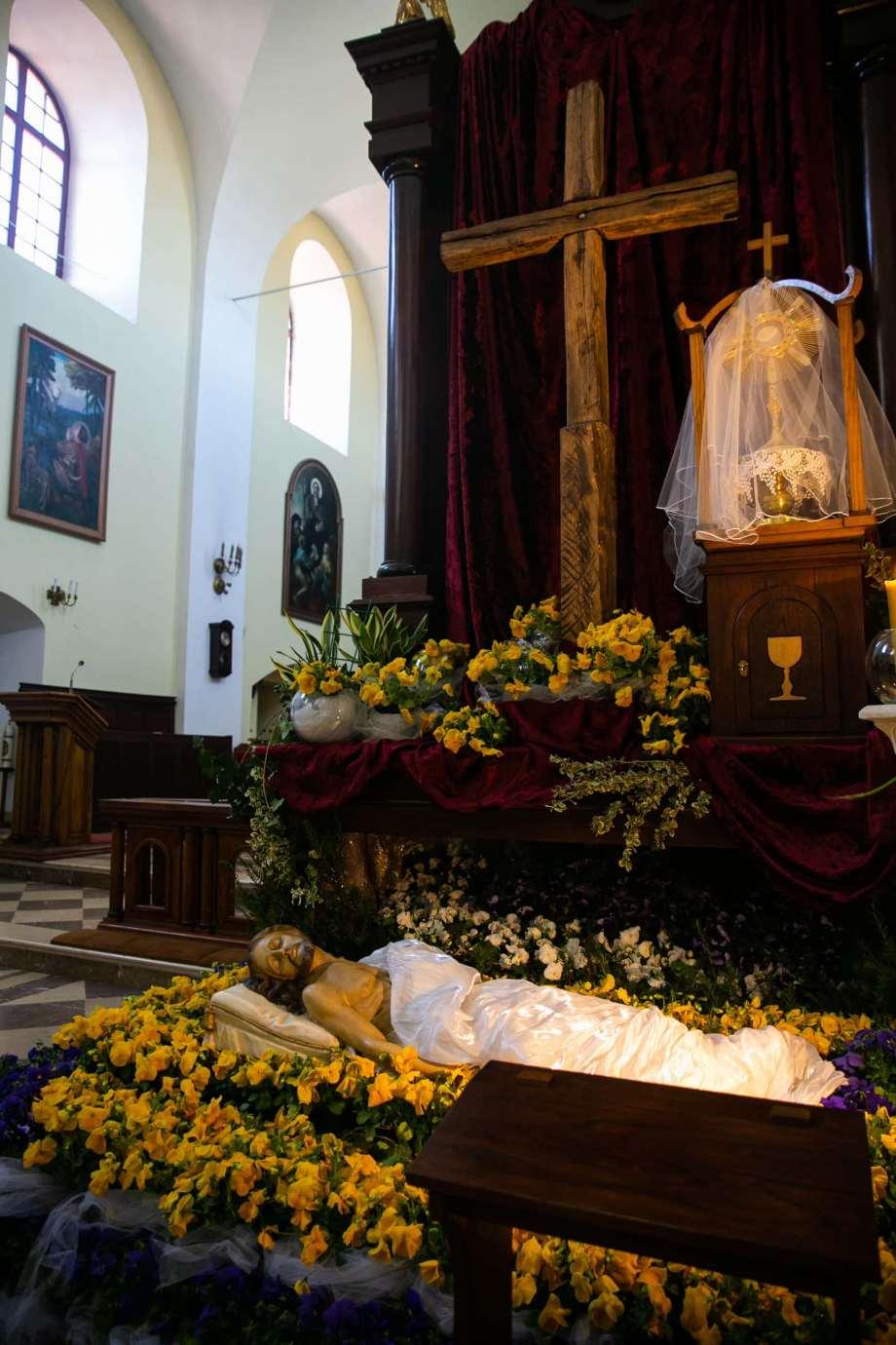 kosciol rektoralny pw sw katarzyny w zamosciu 1b Zdjęcia grobów pańskich w zamojskich świątyniach