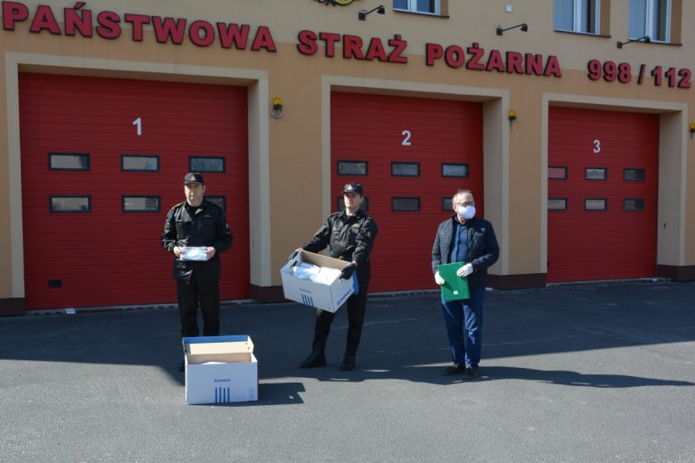 Zamojscy strażacy wyposażeni w maseczki. Otrzymali je od lokalnych przedsiębiorców