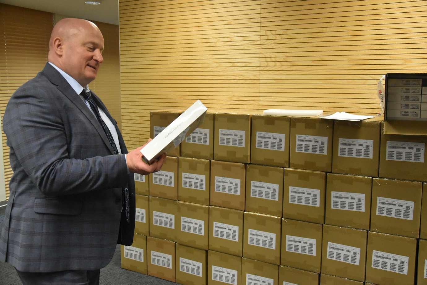 umw 0331 Lubelskie Wspiera Uczniów - ruszyło wydawanie tabletów