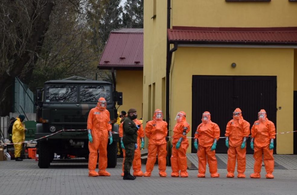 untitled Wojska chemiczne odkażają zamojski DPS [ZDJĘCIA]