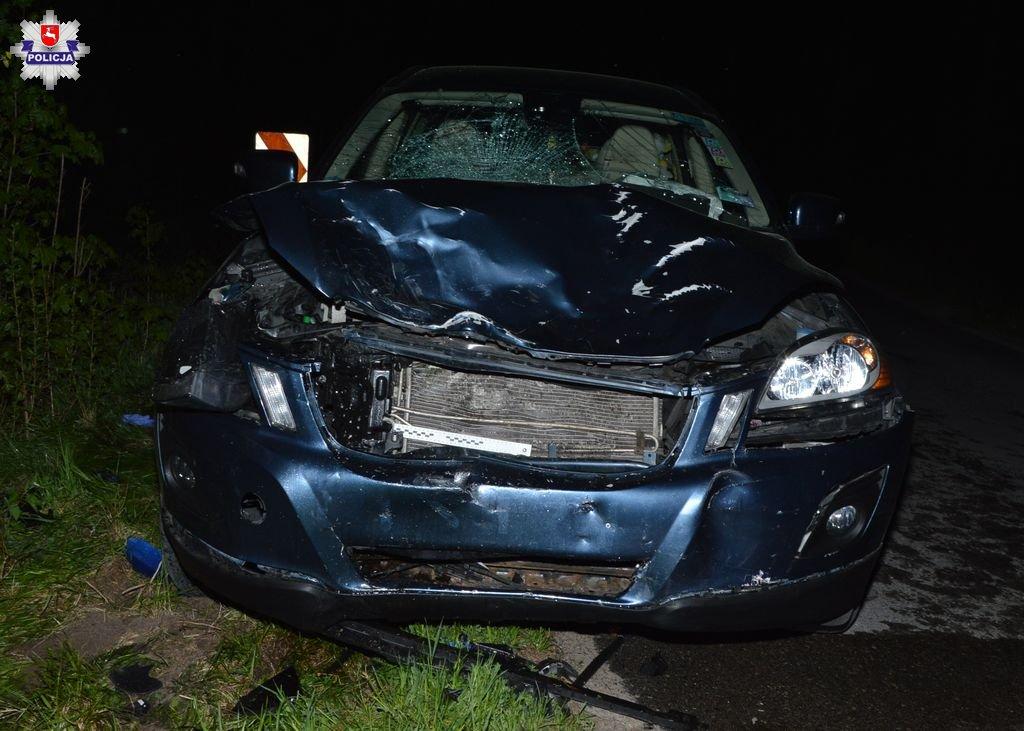 68 167164 Poważny wypadek. Motocyklista zderzył się z osobowym volvo