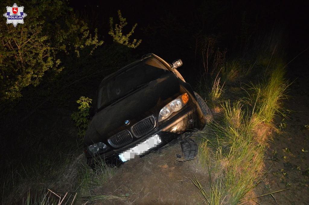 68 167215 BMW na zakręcie wypadło z drogi i dachowało. Kierowca był pijany