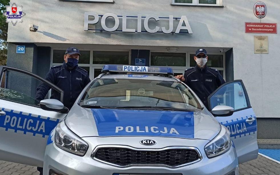 68 167519 Policjanci ze Szczebrzeszyna eskortowali samochód z rodzącą kobietą.