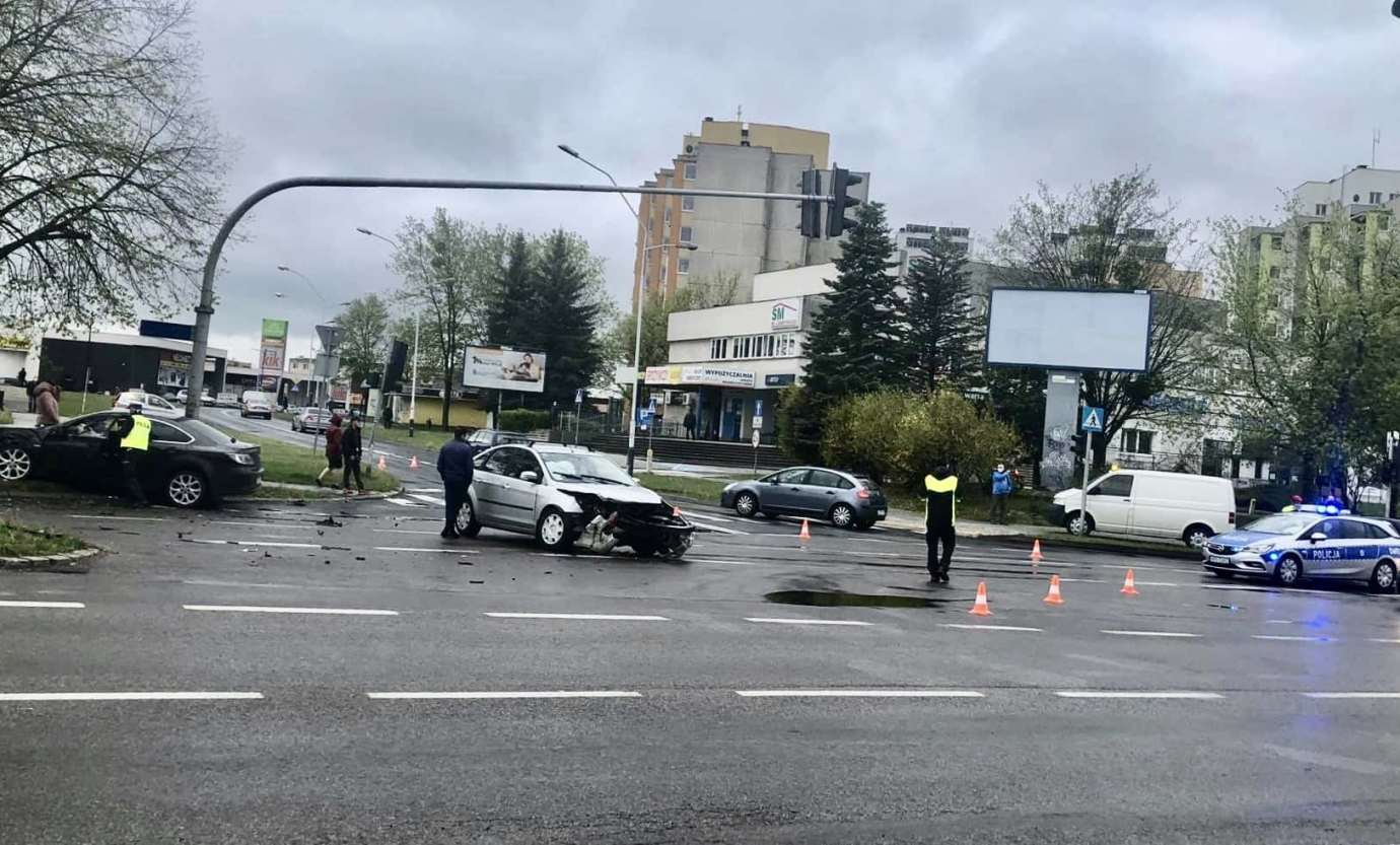 96103232 897806867347868 8572559761365532672 n Stracił panowanie nad autem i uderzył w drzewo