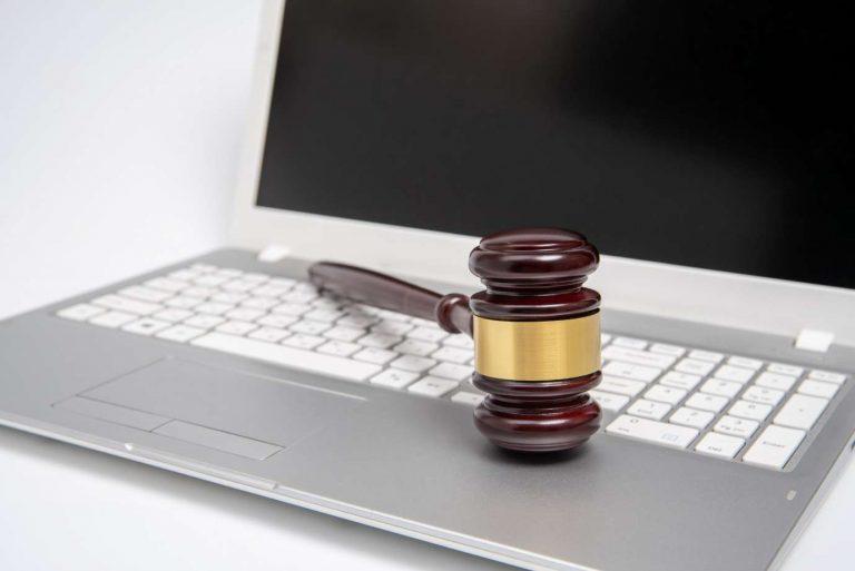 Czy szukać pomocy prawnej na forum internetowym? Poradnik dłużnika.