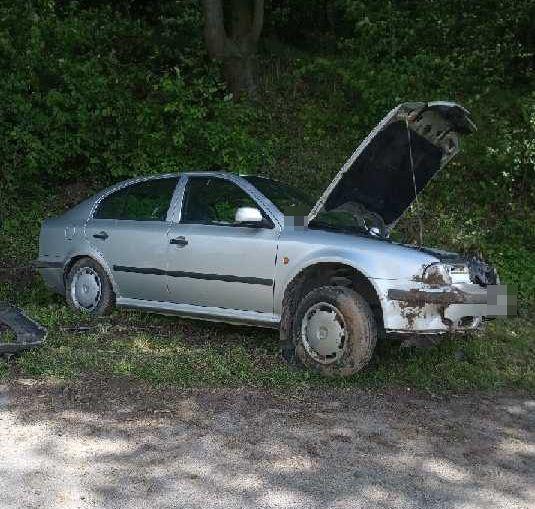 68 168384 mo2 34- latka straciła panowanie nad autem i uderzyła w skarpę.