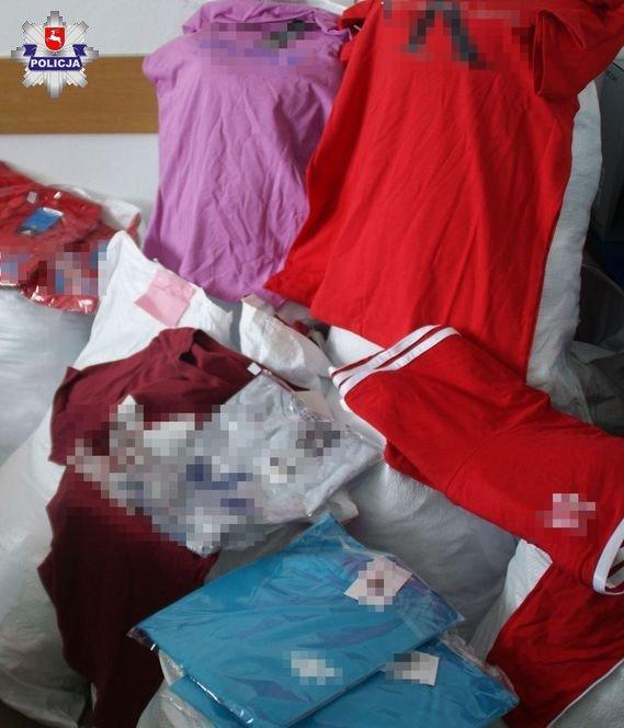68 169288 Giełda w Mokrem: Zarekwirowano 5 tys. sztuk podrobionej odzieży
