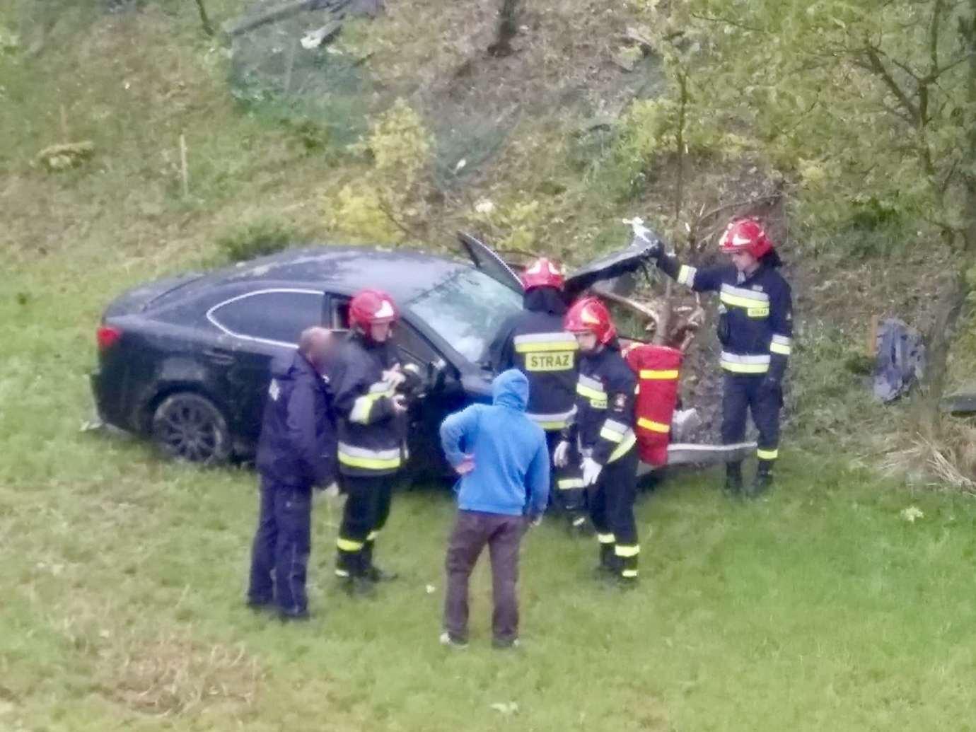 img 9247 Zamość: Mogło dojść do tragedii! Samochód wypadł z drogi i wpadł na teren placu zabaw.