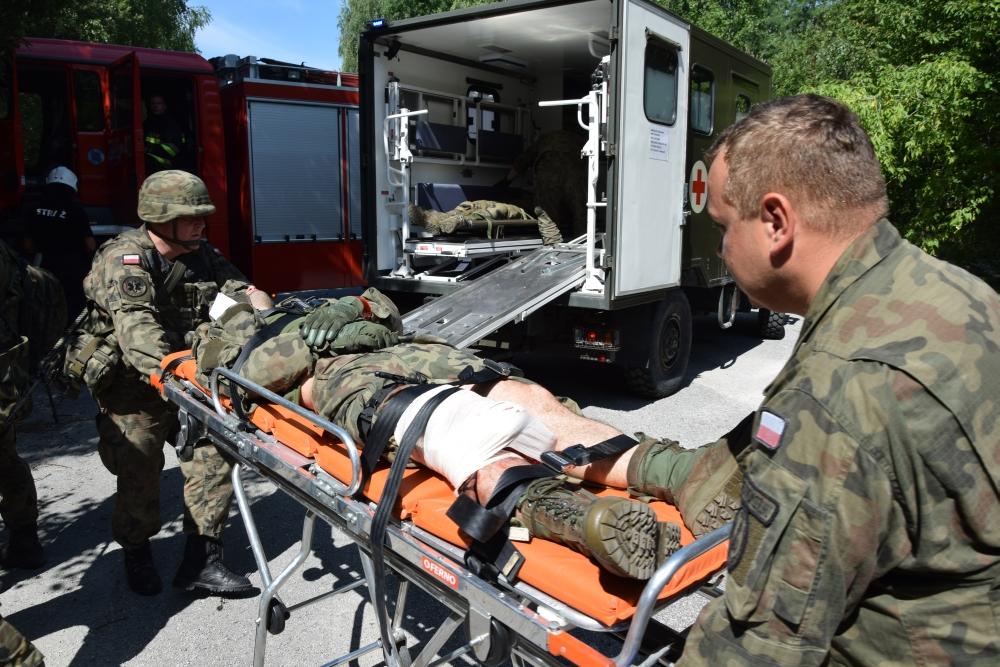 11 cw Sitaniec: Zderzenie ciężarówki przewożącej żołnierzy z samochodem osobowym. [Wspólne ćwiczenia strażaków i żołnierzy]