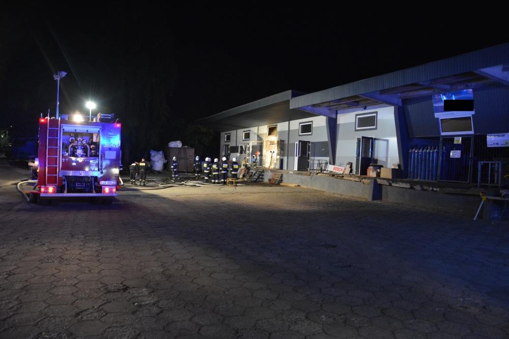 12 Pożar zakładu stolarsko-meblowego w Zamościu (zdjęcia)
