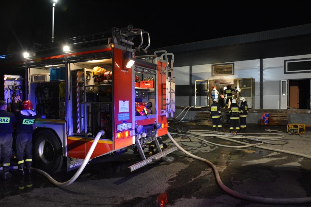 2 Pożar zakładu stolarsko-meblowego w Zamościu (zdjęcia)