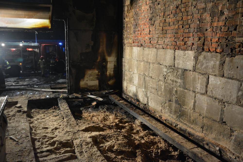 4 Pożar zakładu stolarsko-meblowego w Zamościu (zdjęcia)