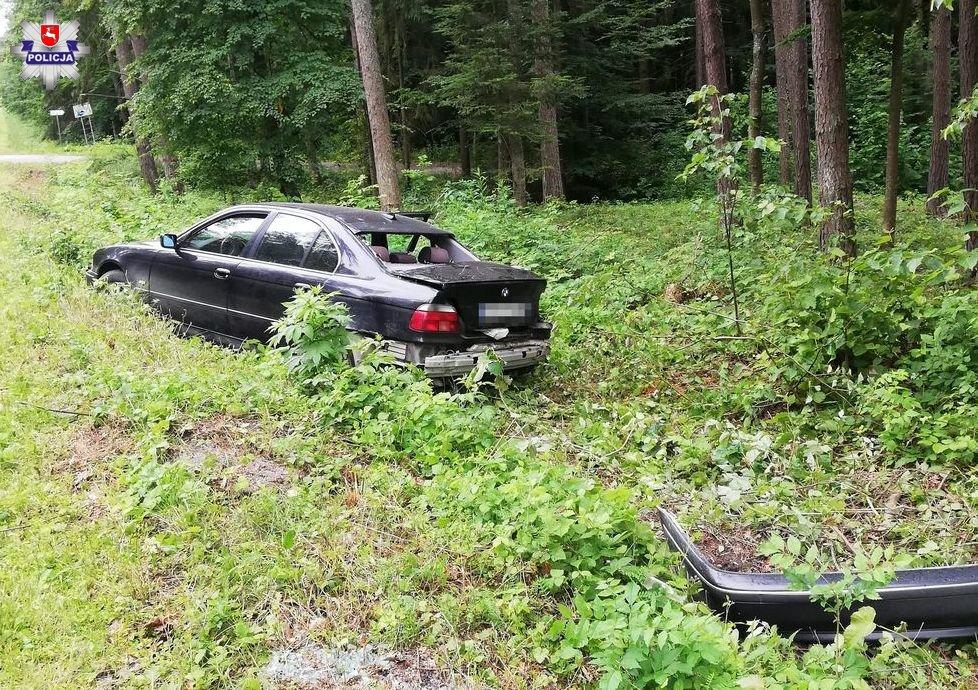 68 170440 73-letni kierowca BMW uderzył w drzewo