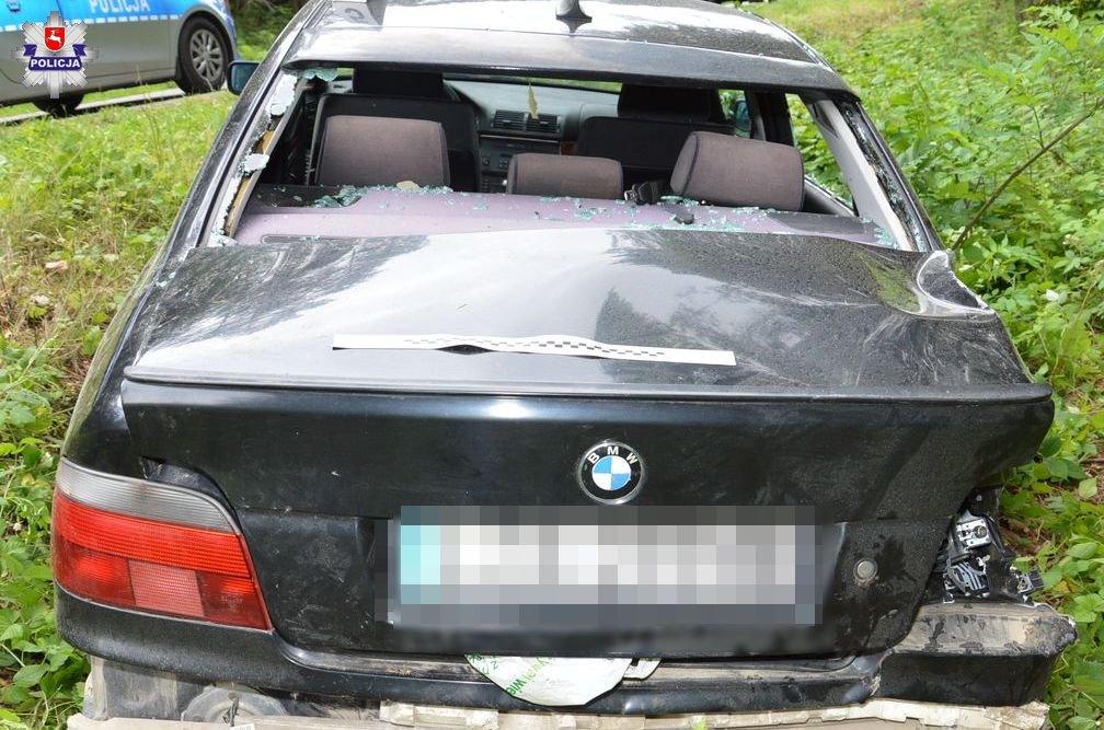 68 170441 73-letni kierowca BMW uderzył w drzewo