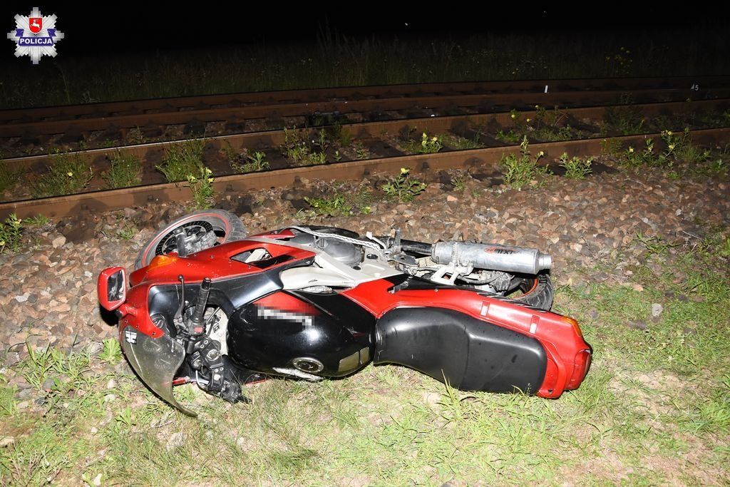 68 170613 18 - latek przejażdżkę motocyklem z pasażerką zakończył wywrotką na torach