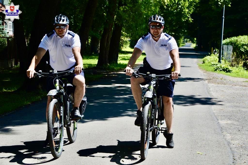 68 170808 Policjanci przesiedli się na rowery