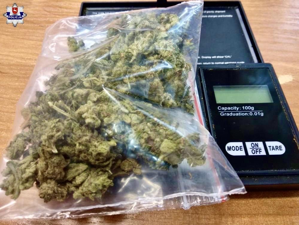 68 171325 Dobra passa lokalnych kryminalnych. W filiżance ukrył 10 gram marihuany