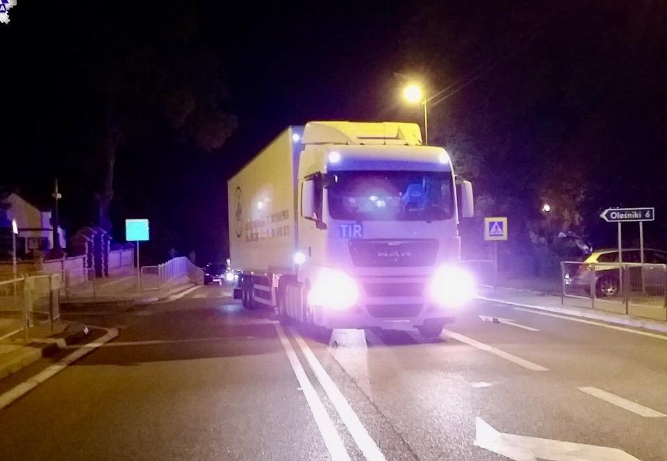 68 172150 Kierujący samochodem ciężarowym z naczepą potrącił pieszego