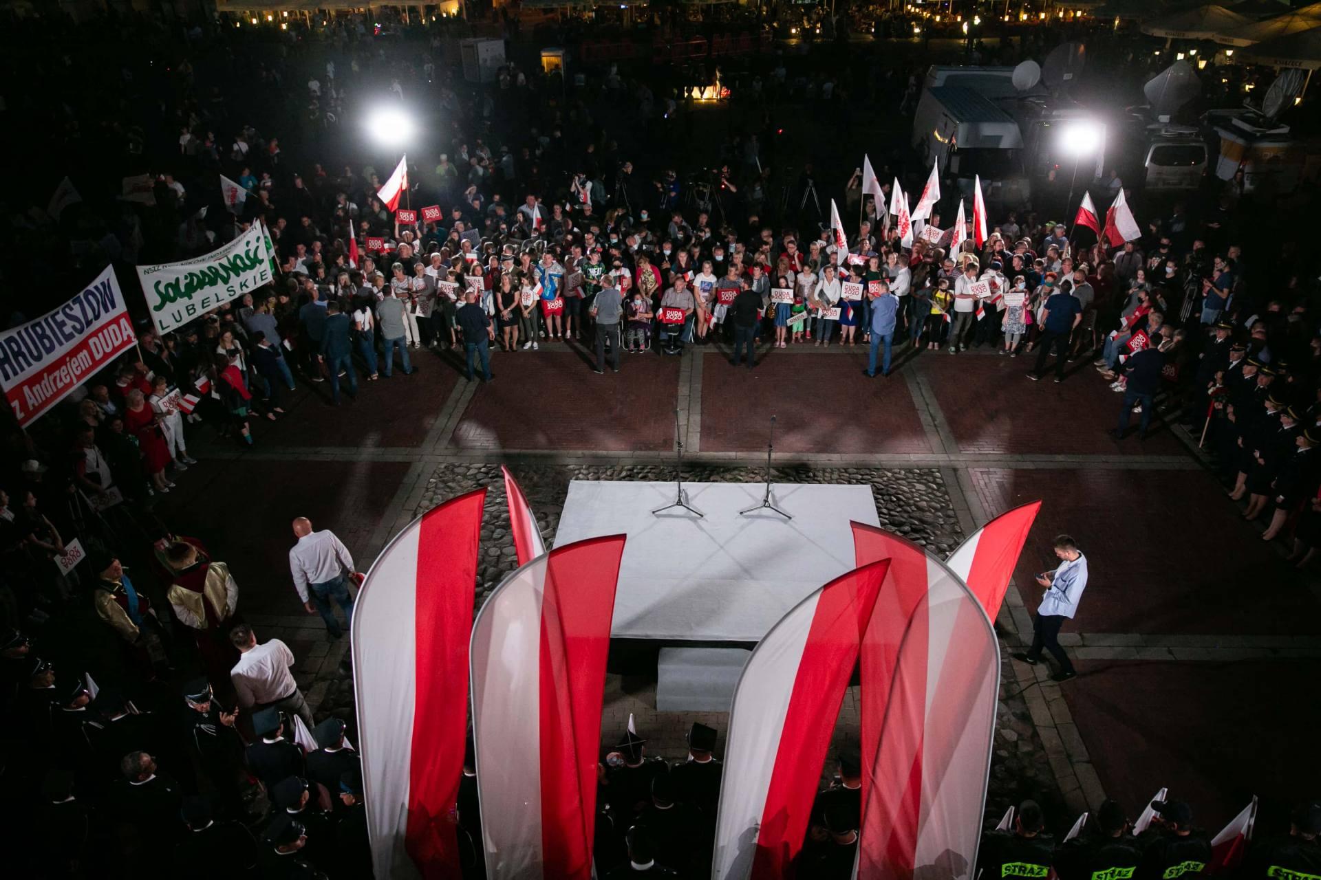 andrzej duda w zamosciu 10 Andrzej Duda prezydentem RP na drugą kadencję. PKW podała wyniki z prawie wszystkich komisji wyborczych.