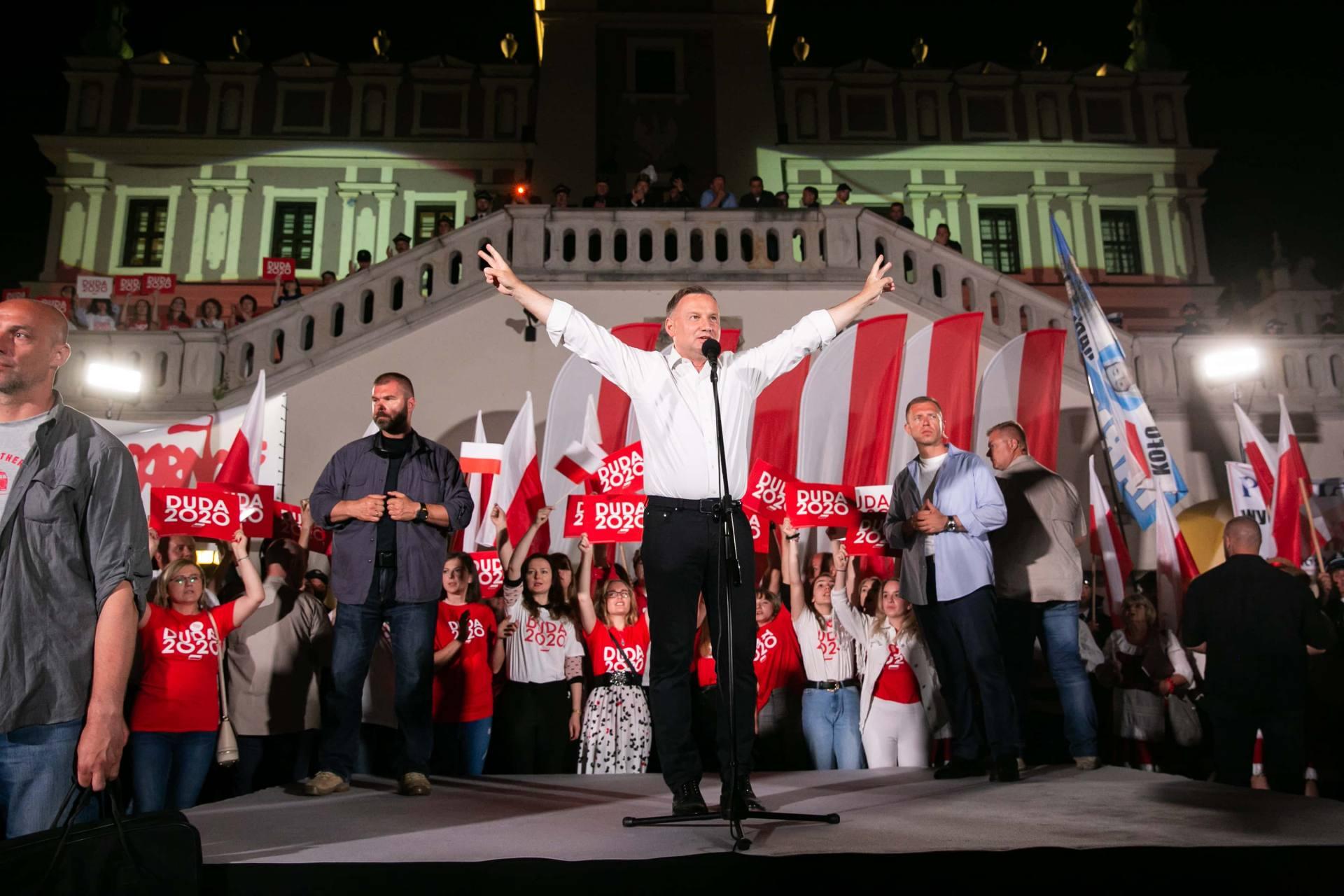 andrzej duda w zamosciu 102 Andrzej Duda prezydentem RP na drugą kadencję. PKW podała wyniki z prawie wszystkich komisji wyborczych.