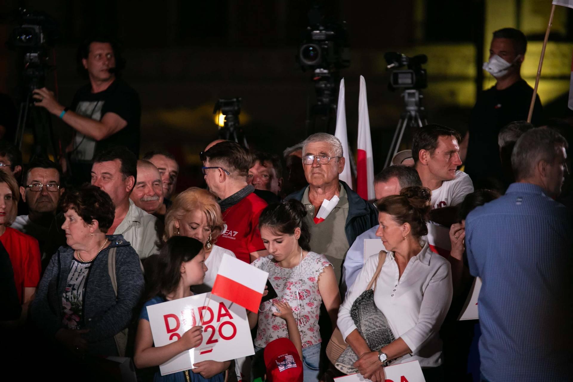 andrzej duda w zamosciu 14 Andrzej Duda prezydentem RP na drugą kadencję. PKW podała wyniki z prawie wszystkich komisji wyborczych.