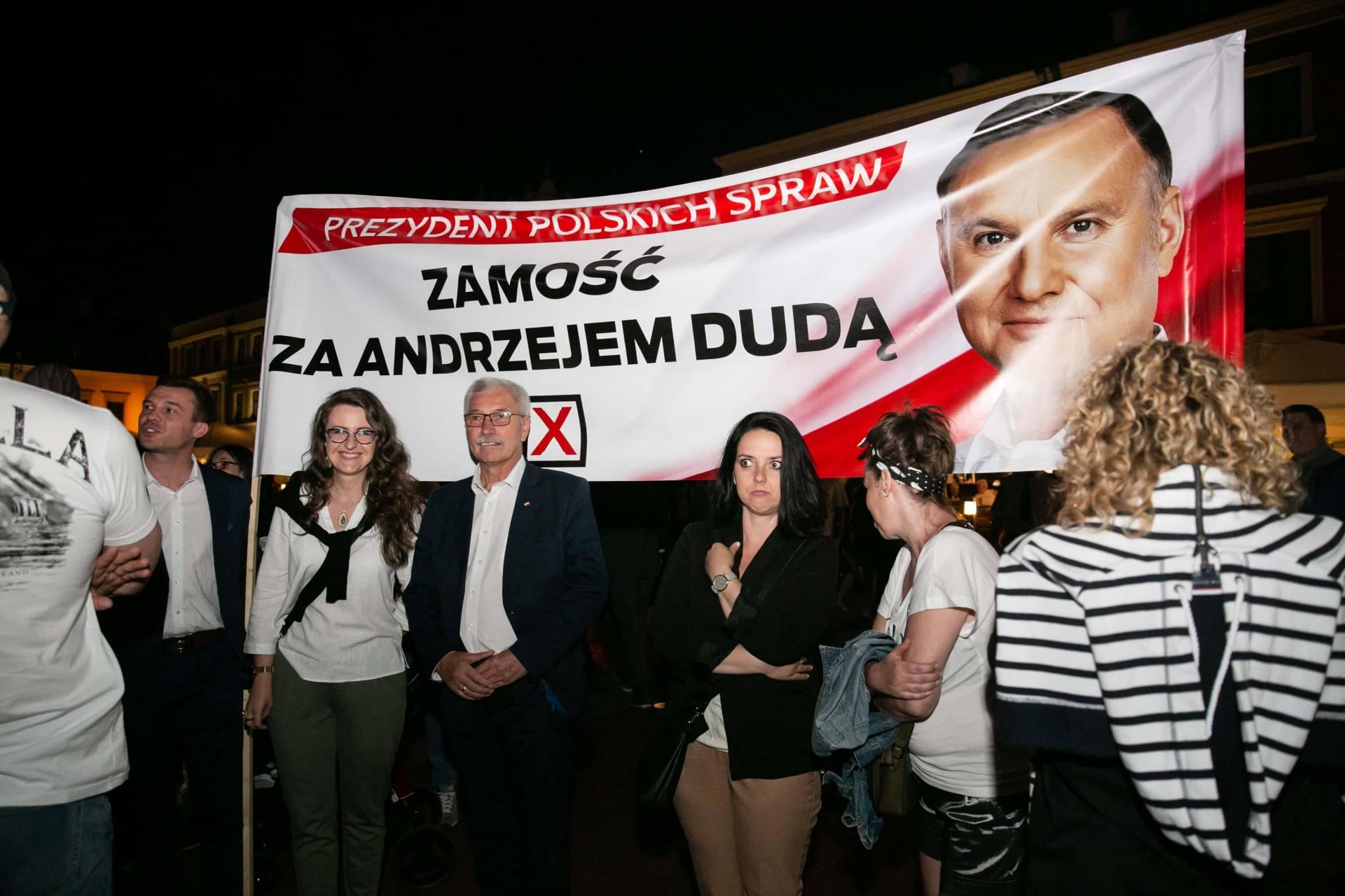 andrzej duda w zamosciu 16 Andrzej Duda prezydentem RP na drugą kadencję. PKW podała wyniki z prawie wszystkich komisji wyborczych.