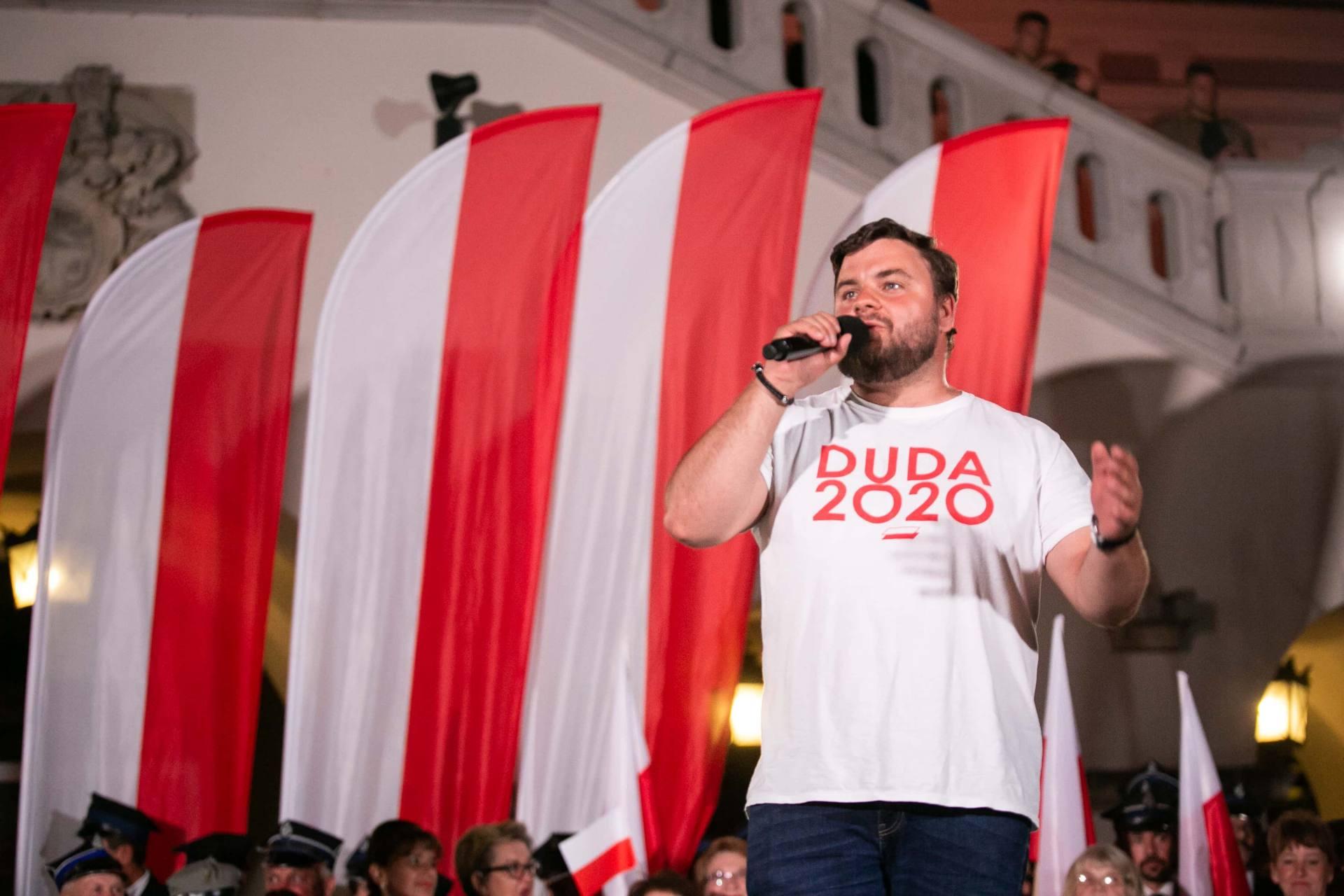 andrzej duda w zamosciu 21 Andrzej Duda prezydentem RP na drugą kadencję. PKW podała wyniki z prawie wszystkich komisji wyborczych.