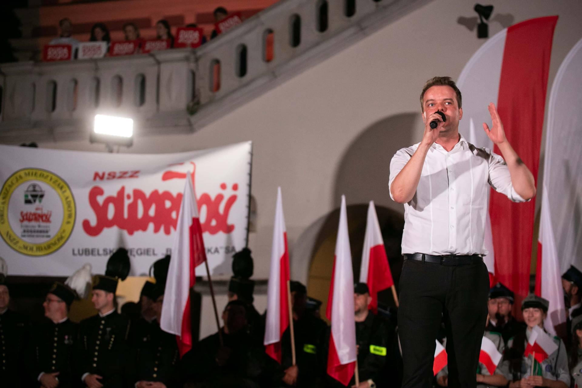 andrzej duda w zamosciu 22 Andrzej Duda prezydentem RP na drugą kadencję. PKW podała wyniki z prawie wszystkich komisji wyborczych.