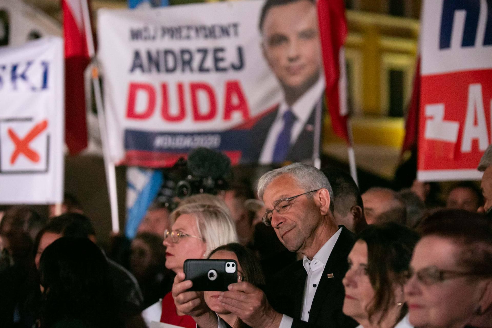 andrzej duda w zamosciu 26 Andrzej Duda prezydentem RP na drugą kadencję. PKW podała wyniki z prawie wszystkich komisji wyborczych.
