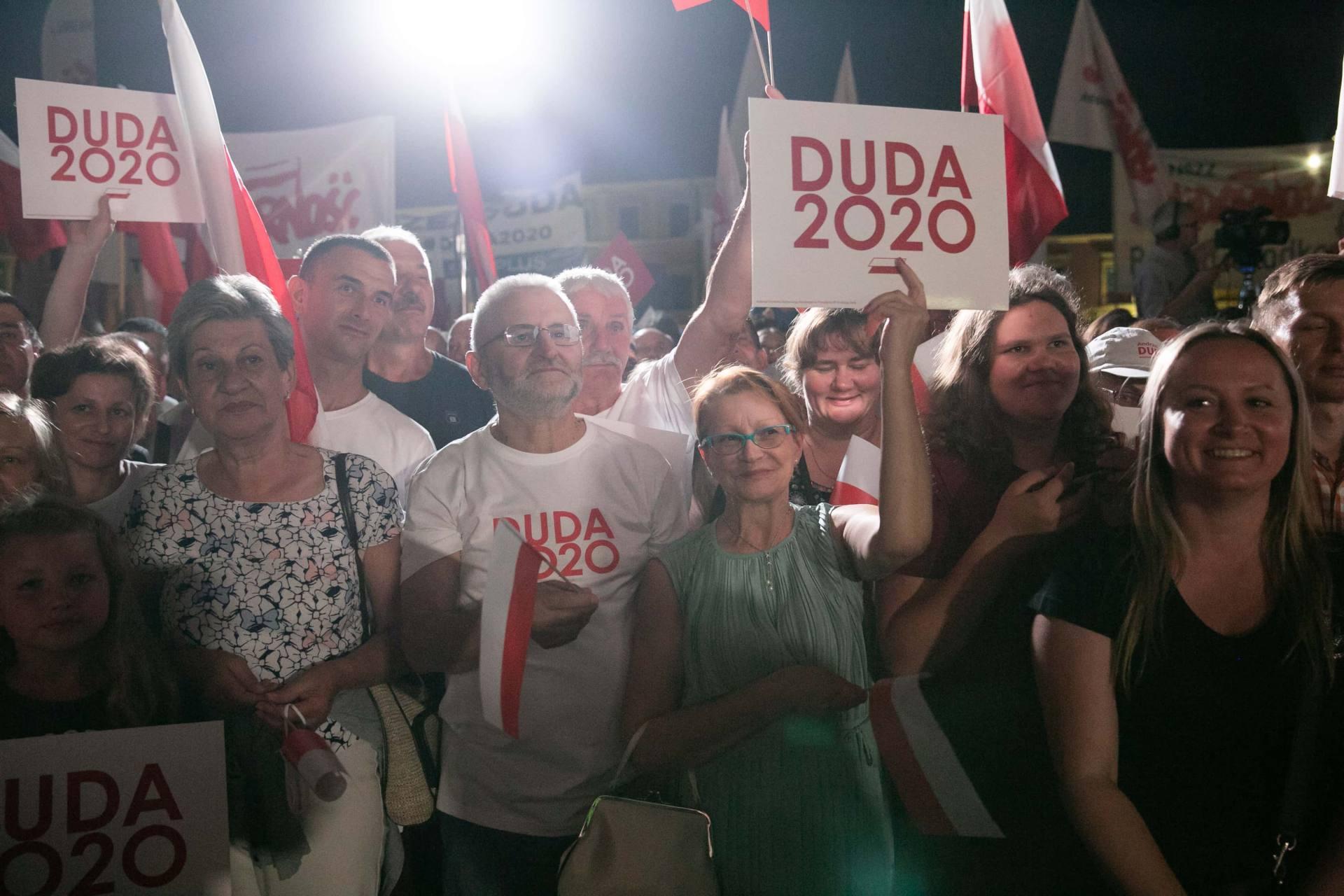 andrzej duda w zamosciu 28 Andrzej Duda prezydentem RP na drugą kadencję. PKW podała wyniki z prawie wszystkich komisji wyborczych.