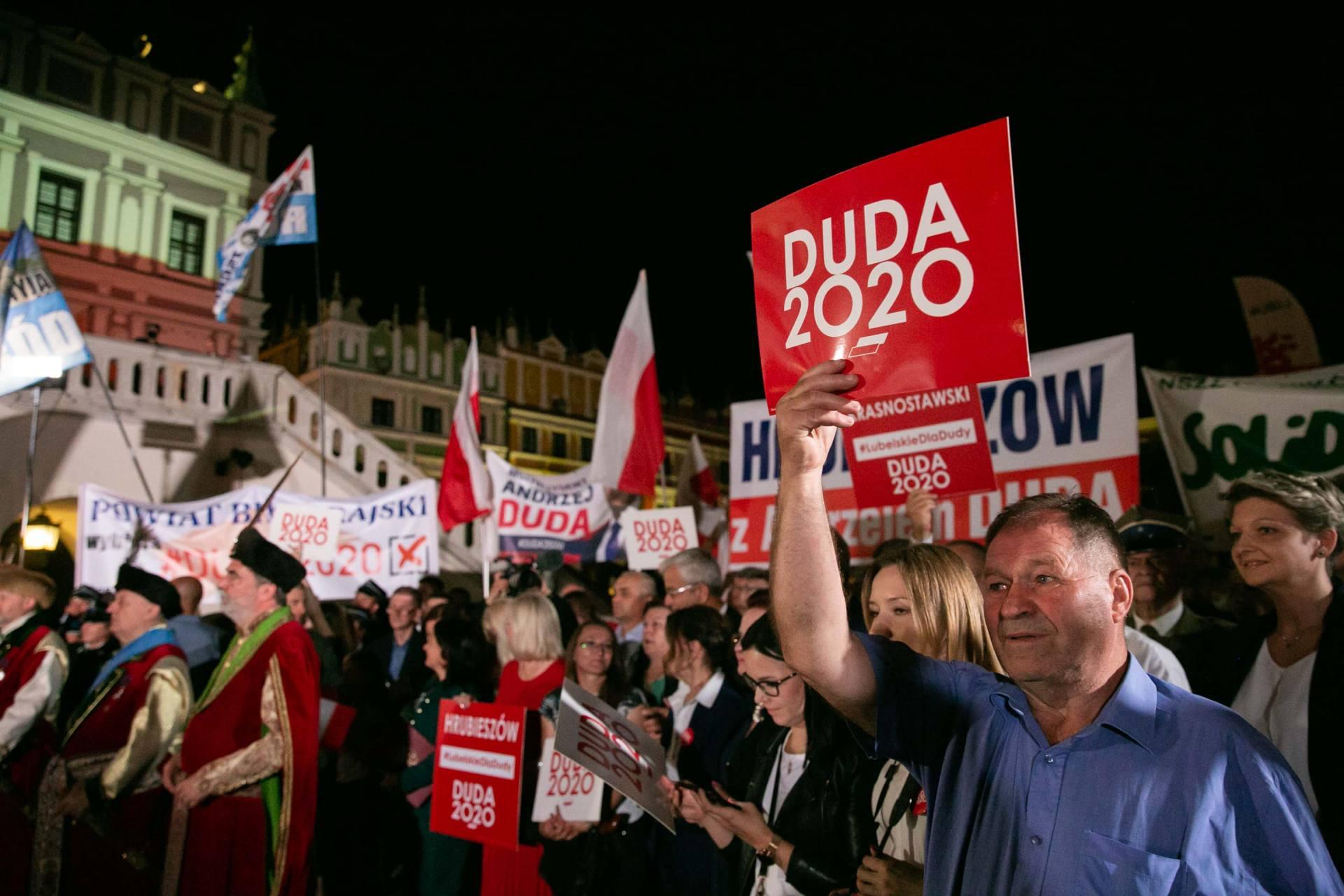 andrzej duda w zamosciu 34 Andrzej Duda prezydentem RP na drugą kadencję. PKW podała wyniki z prawie wszystkich komisji wyborczych.