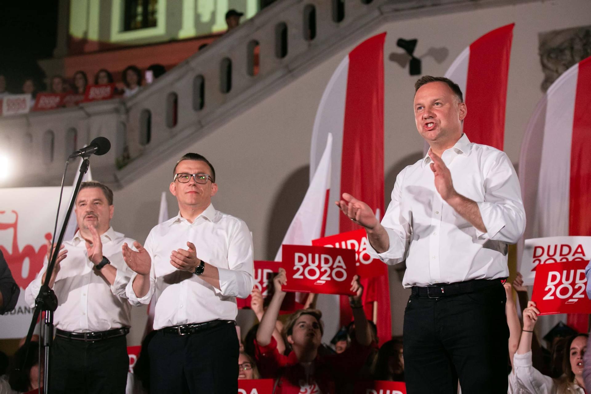 andrzej duda w zamosciu 41 Andrzej Duda prezydentem RP na drugą kadencję. PKW podała wyniki z prawie wszystkich komisji wyborczych.