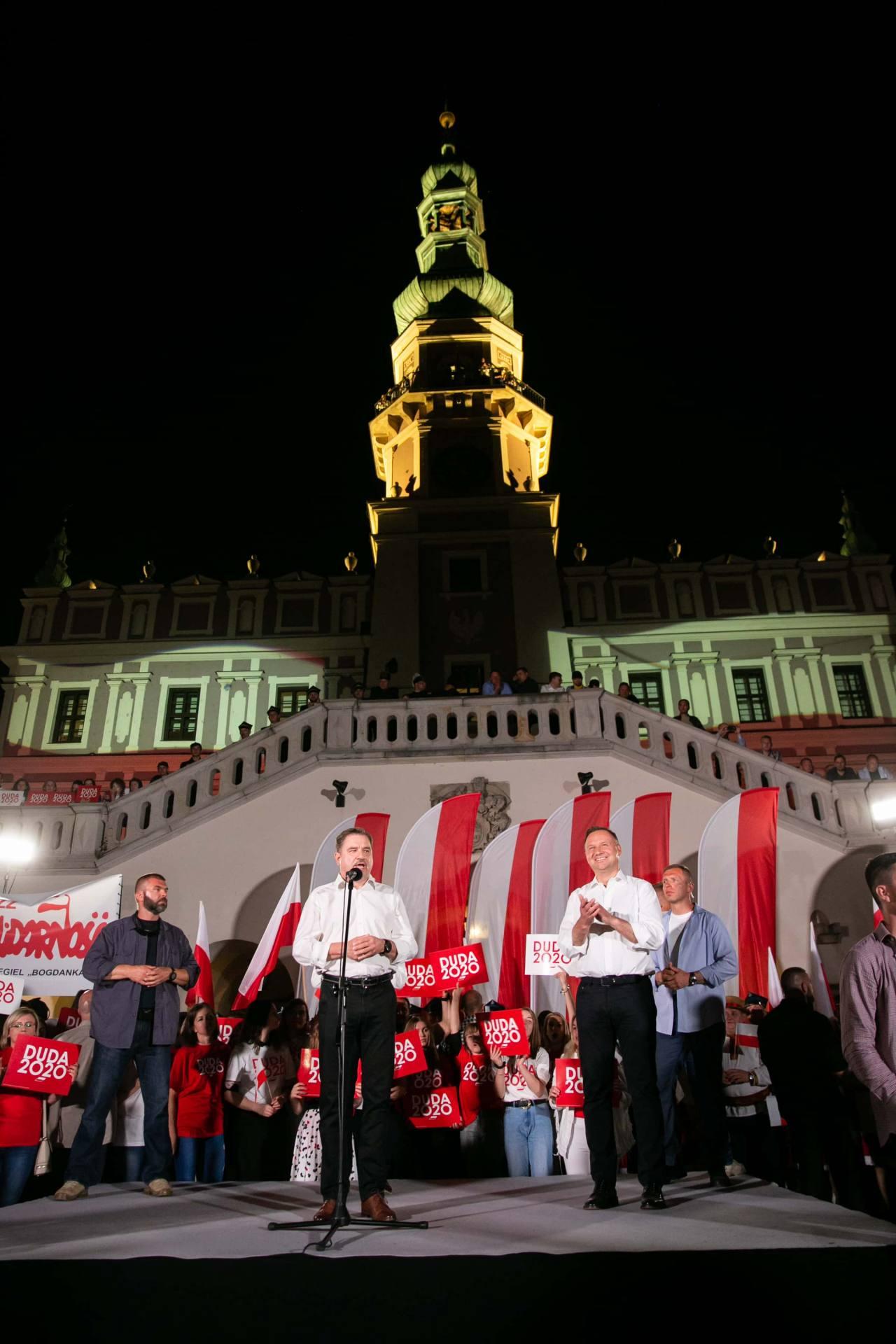 andrzej duda w zamosciu 52 Andrzej Duda prezydentem RP na drugą kadencję. PKW podała wyniki z prawie wszystkich komisji wyborczych.