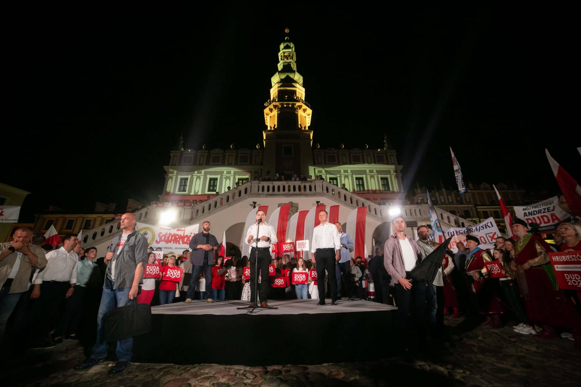 andrzej duda w zamosciu 53 Andrzej Duda prezydentem RP na drugą kadencję. PKW podała wyniki z prawie wszystkich komisji wyborczych.