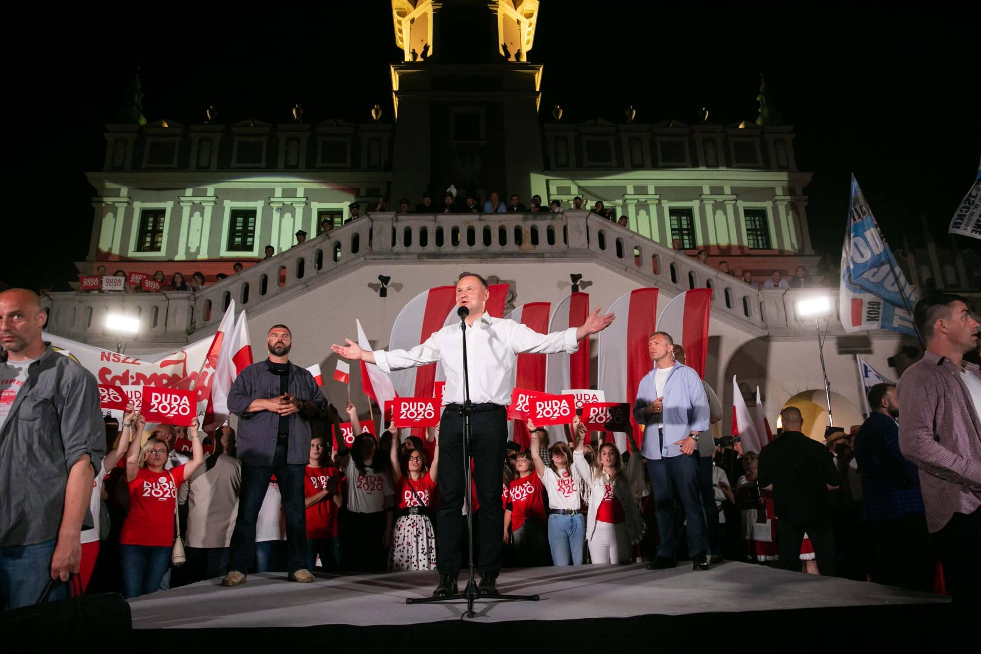 andrzej duda w zamosciu 67 Andrzej Duda prezydentem RP na drugą kadencję. PKW podała wyniki z prawie wszystkich komisji wyborczych.