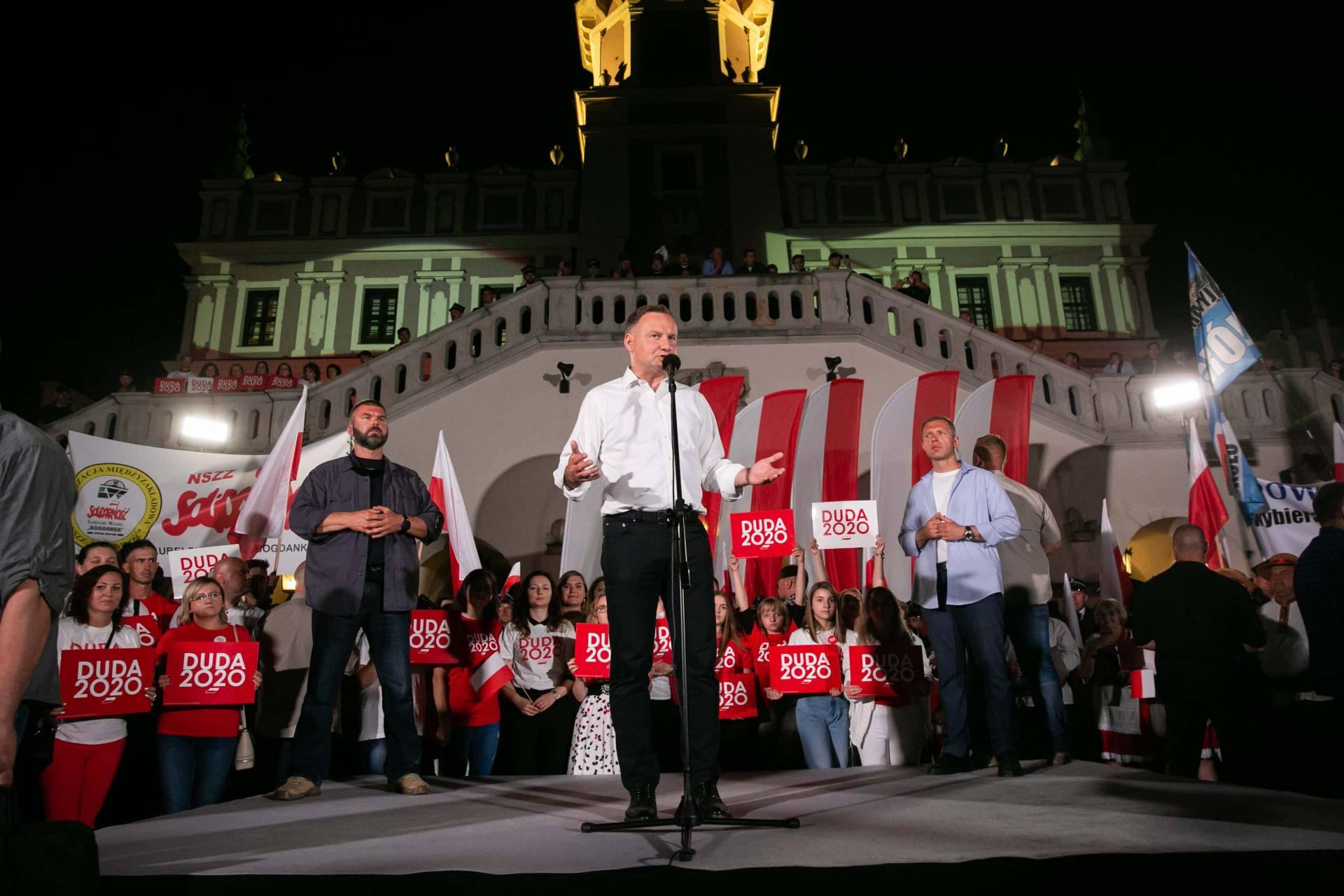 andrzej duda w zamosciu 75 Andrzej Duda prezydentem RP na drugą kadencję. PKW podała wyniki z prawie wszystkich komisji wyborczych.