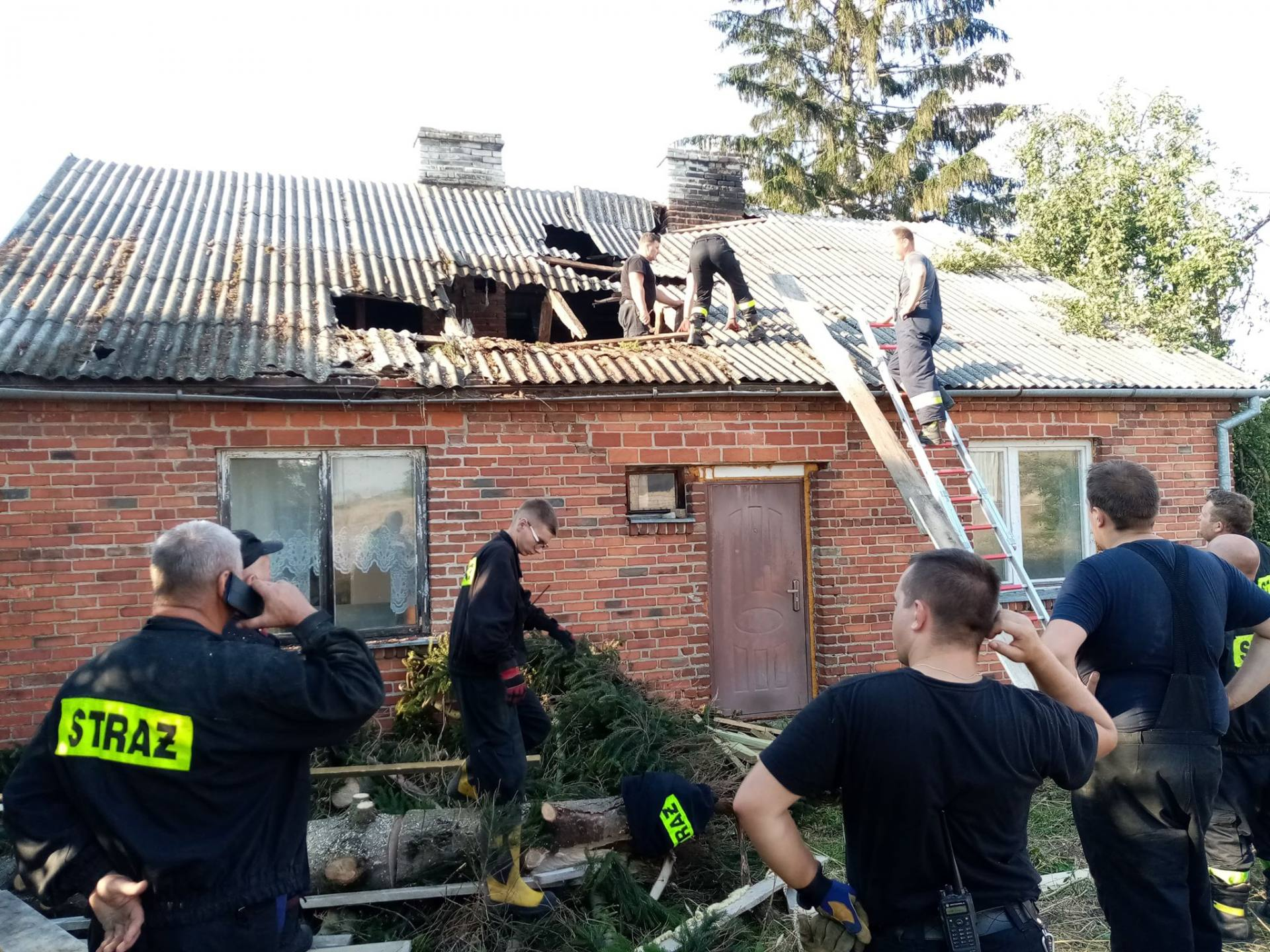burza 10 Zerwane dachy, połamane drzewa, uszkodzone samochody. Straty po burzy, która przeszła nad Zamojszczyzną