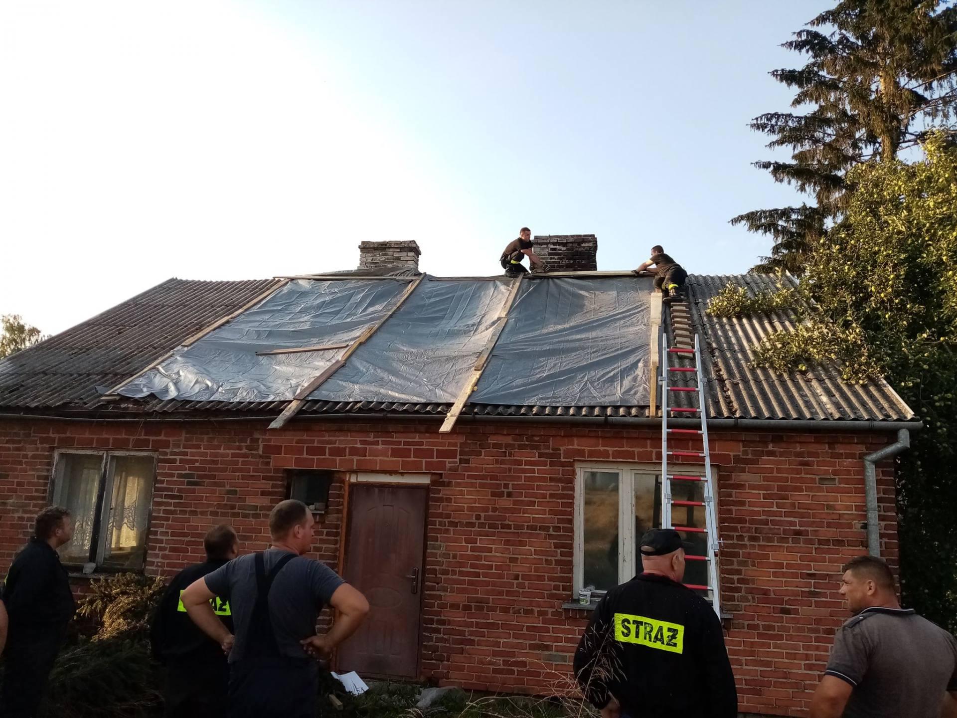 burza 11 Zerwane dachy, połamane drzewa, uszkodzone samochody. Straty po burzy, która przeszła nad Zamojszczyzną