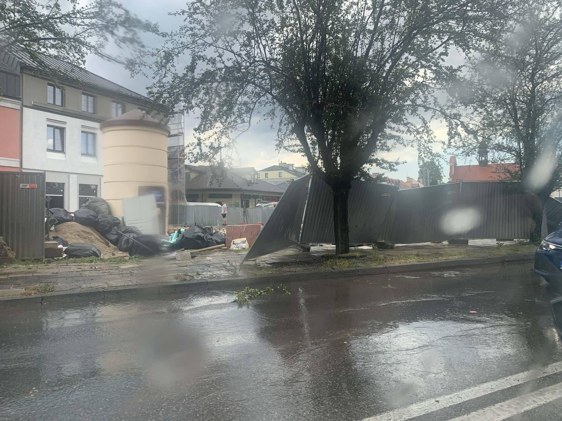 img 0940 Zerwane dachy, połamane drzewa, uszkodzone samochody. Straty po burzy, która przeszła nad Zamojszczyzną