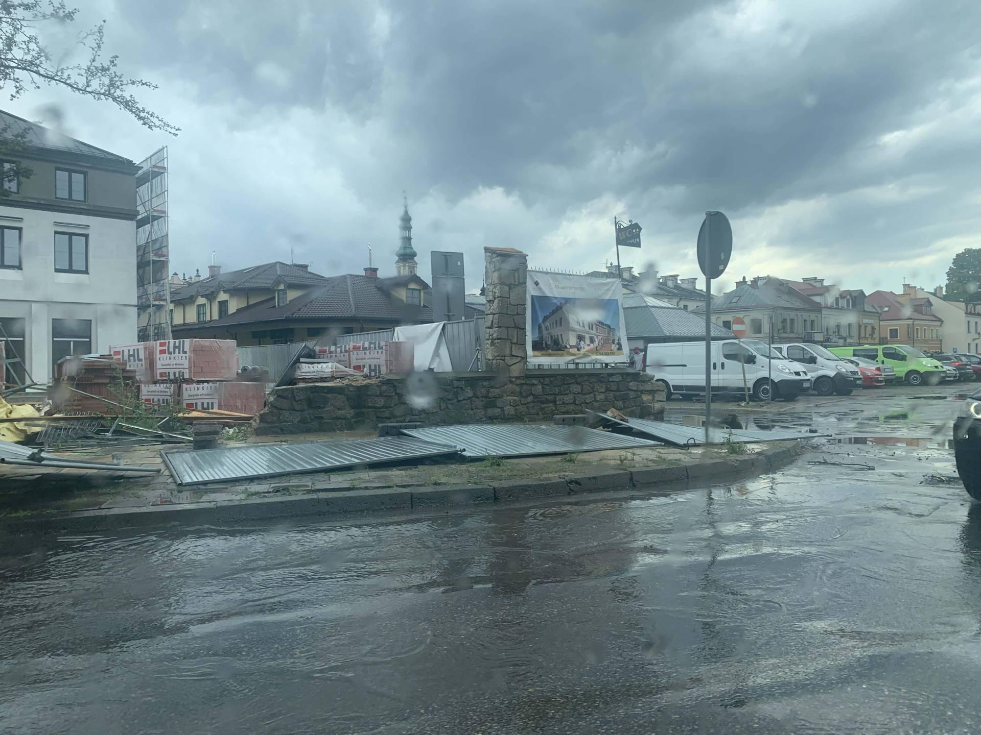 img 0942 Zerwane dachy, połamane drzewa, uszkodzone samochody. Straty po burzy, która przeszła nad Zamojszczyzną