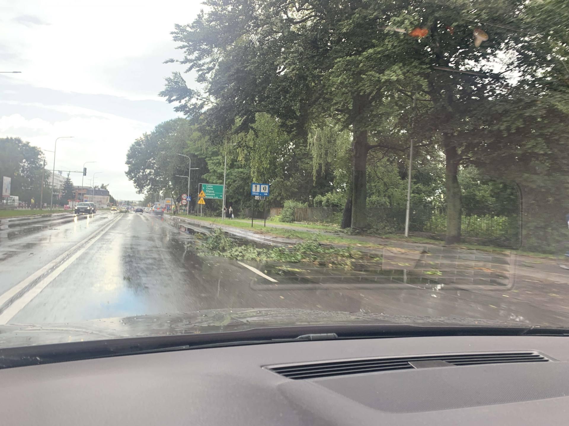 img 0947 Zerwane dachy, połamane drzewa, uszkodzone samochody. Straty po burzy, która przeszła nad Zamojszczyzną