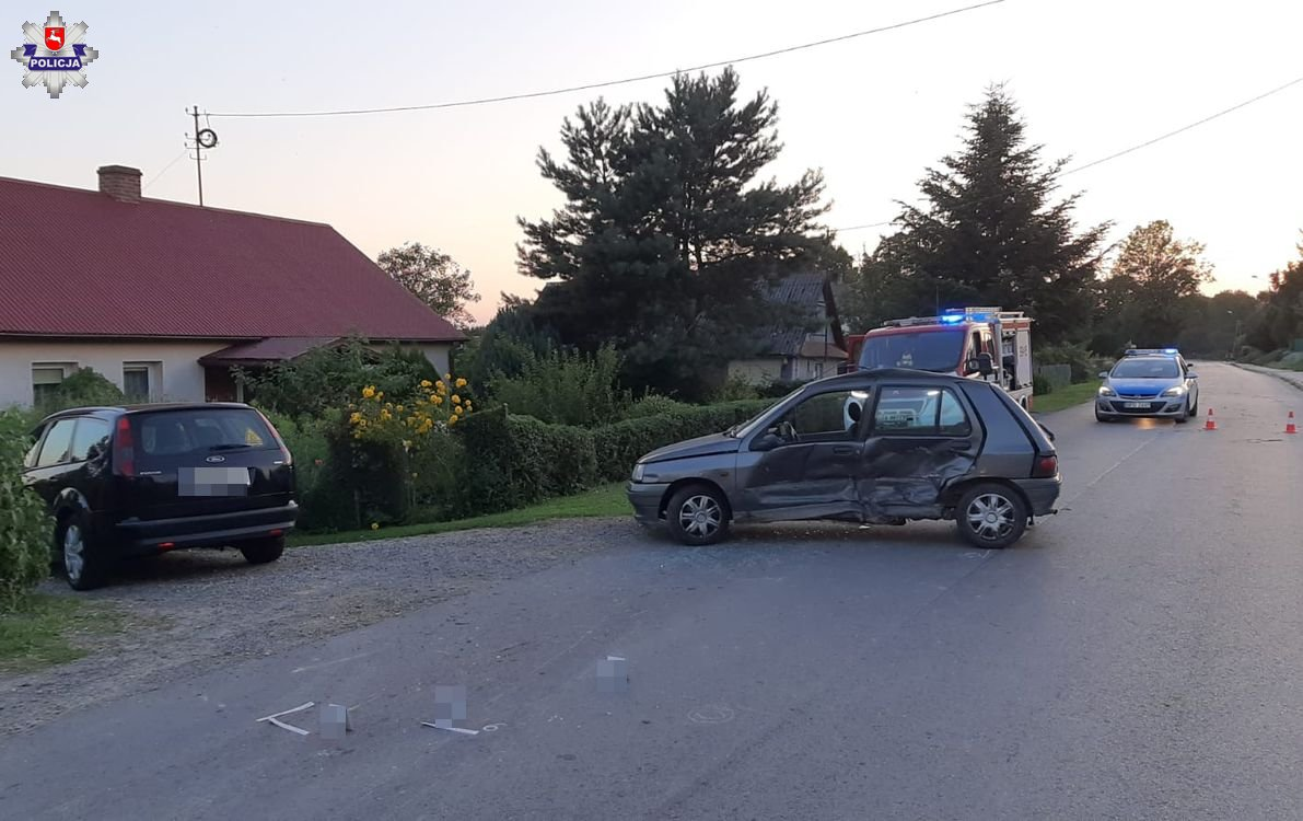 68 172894 Zderzenie Forda i Renault. 50 - latka w szpitalu.